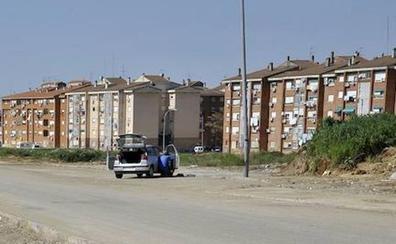 La Policía Local de Badajoz detiene a un hombre por ocupar una casa e intentar agredir a los agentes