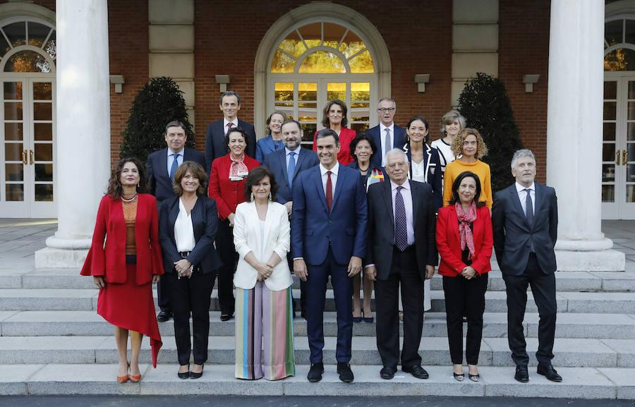 Sánchez preside la foto oficial de su Gobierno tras la incorporación de Carcedo