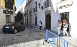 Detenido tras robar un coche, darse a la fuga por el centro de Badajoz y colisionar con la puerta del obispado