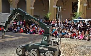 400 alumnos de Primaria visitan el cuartel de Santo Domingo