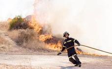 Medios del Sepei y el Infoex controlan un fuego muy próximo a Plasencia