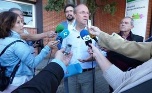 Monago lamenta la falta de especialistas en el hospital de Navalmoral