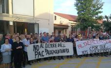 Los vecinos de Aldeacentenera se concentran en contra del cierre del PAC