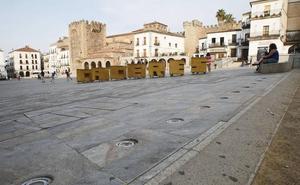 Se repararán las fuentes de la Plaza Mayor de Cáceres y se pavimentará el arenero