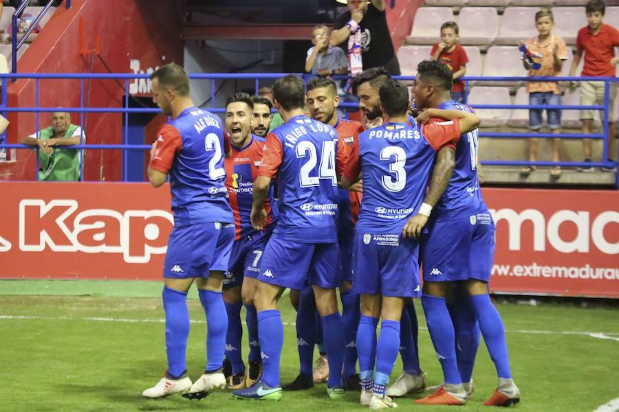El Extremadura quiere saldar la deuda pendiente con su afición con una victoria ante el Cádiz