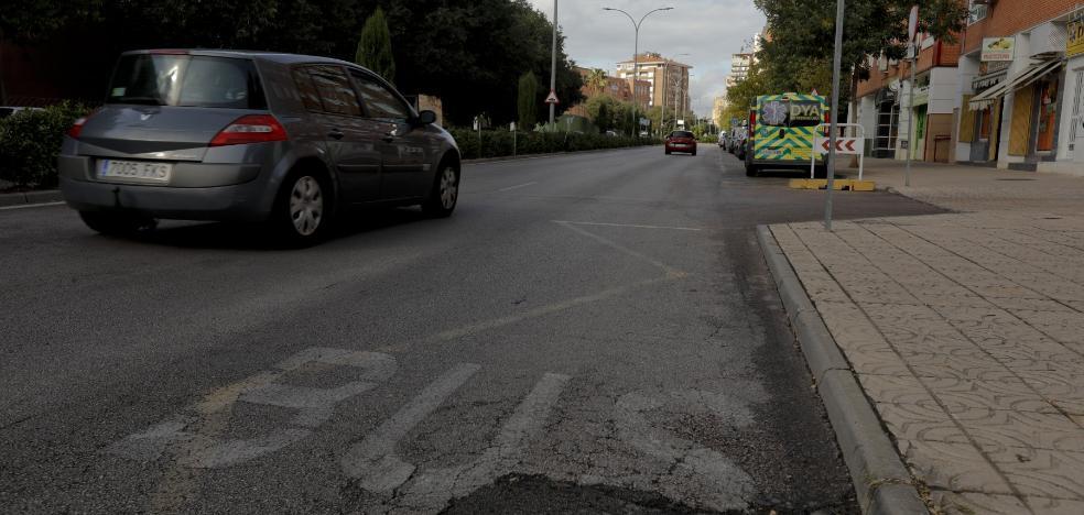 Medio centenar de calles de Cáceres se someterán desde el lunes a un repintado de señales