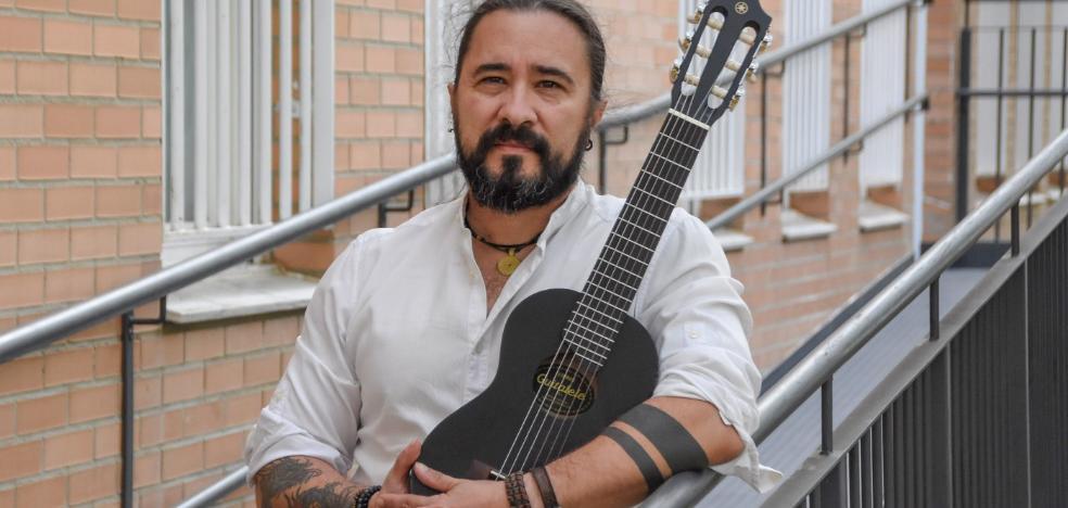 Javier Alcántara: «Soy musicoterapeuta y trabajo en un hospital con pacientes»