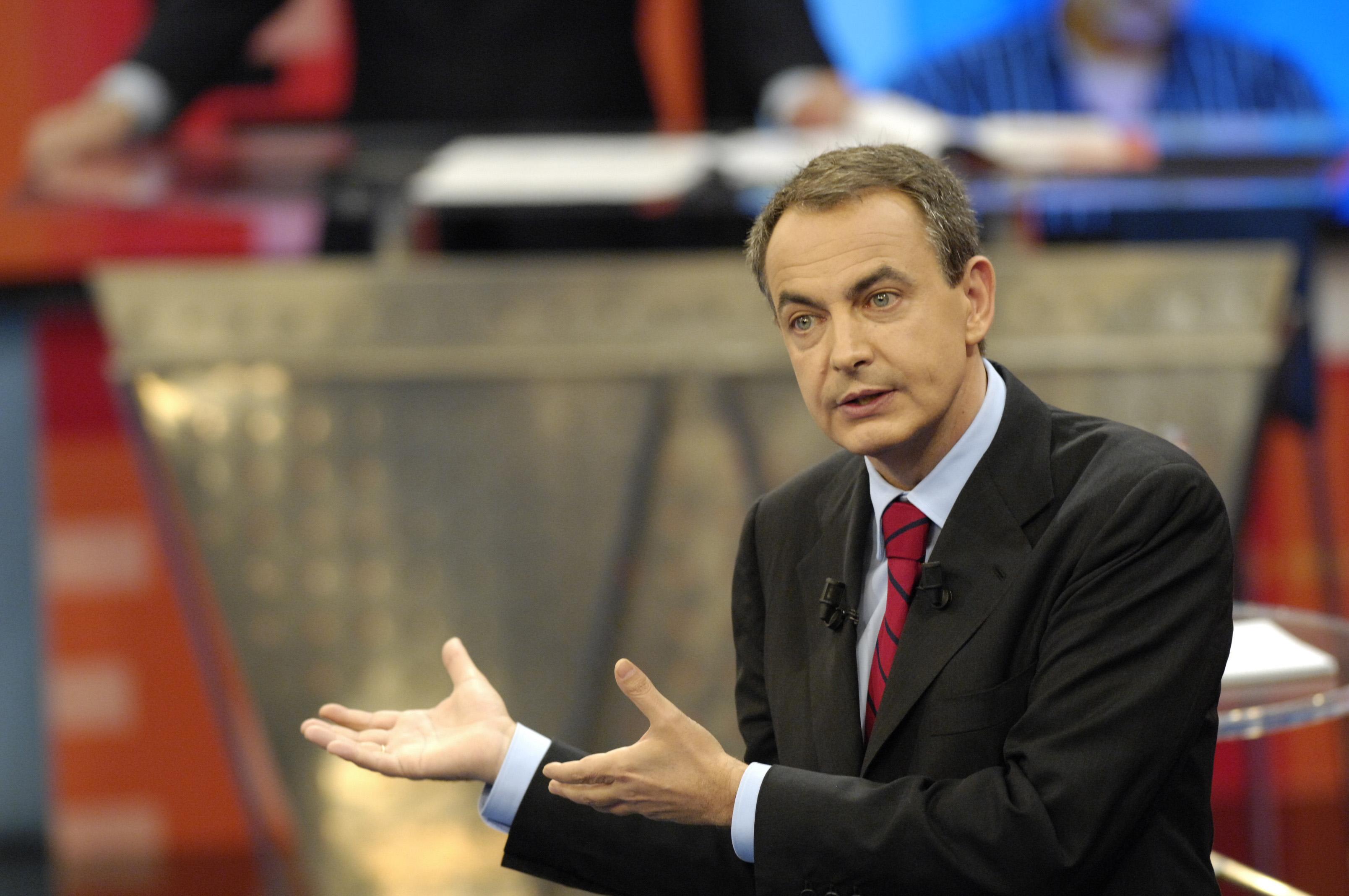 El Gobierno sale en defensa de Zapatero