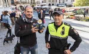 La Policía Local de Plasencia se suma a una campaña contra el cáncer infantil