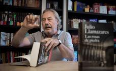 El escritor Julio Llamazares presenta en Badajoz 'Las rosas del sur'