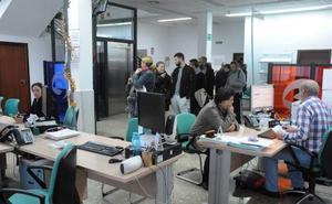 La Junta aprueba medidas para el empleo para mayores de 30 años y personas con discapacidad