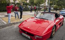 Los 100 coches y motos Ferrari del IX Encuentro Goldwing llegan a Cáceres