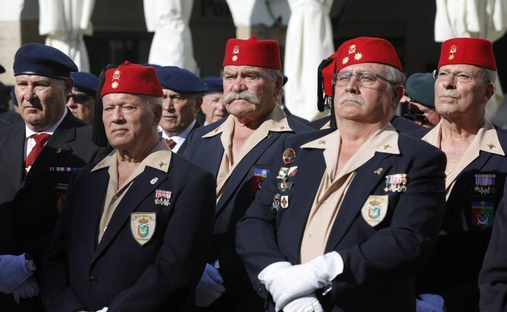 Los veteranos 'conquistan' la Plaza Mayor de Cáceres