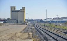 Fomento afirma que la inversión en el tren cayó 95 millones al año con el PP