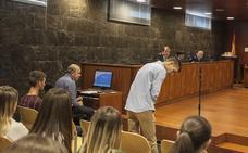 Piden siete años de prisión para el acusado de acuchillar a dos jóvenes en una riña en La Madrila