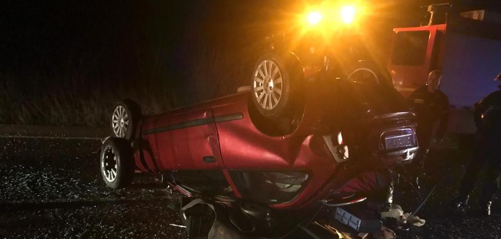 Grave tras una salida de vía y posterior colisión con otro turismo en la Ex-107, a la salida de Olivenza