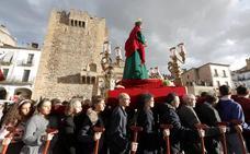 Devoción y resignación en Cáceres por el paso de San Judas Tadeo