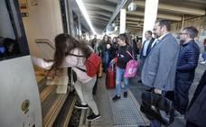 Ábalos regresa en tren a Madrid para conocer las infraestructuras ferroviarias