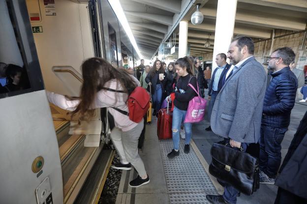 Renfe niega que hubiera un dispositivo especial para el regreso en tren de Ábalos
