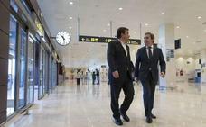 Vara destaca que el aeropuerto de Badajoz pasa de la inactividad a tener una importante oferta de vuelos