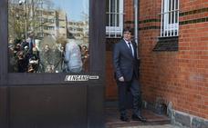 Archivan la causa a los dos mossos que acompañaban a Puigdemont cuando fue detenido