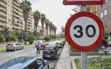 La limitación a 30 kilómetros se extiende a todos los carriles de Sinforiano Madroñero en Badajoz