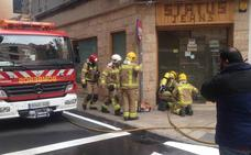 Incendio en una céntrica tienda de ropa de Cáceres
