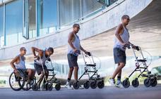 La estimulación eléctrica permite andar a tres parapléjicos
