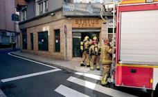 Alarma por humo, otra vez, en la tienda de vaqueros incendiada el miércoles en Cáceres