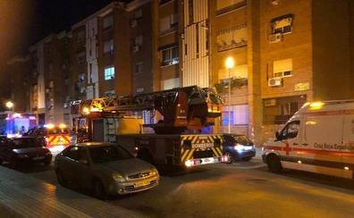 Dos hombres atendidos por un incendio en Badajoz