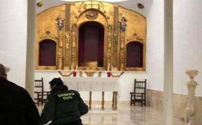 Roban tres imágenes de la ermita de Arroyo de San Serván