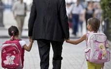 72.000 funcionarios extremeños, excluidos del permiso de paternidad