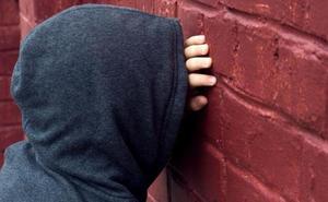 Detenidos dos menores en Málaga por extorsionar a un compañero de instituto que llegó a pagarles 5.000 euros