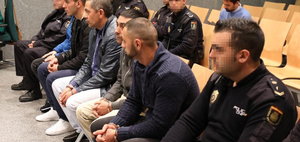 La Fiscalía pide doce años de cárcel para los miembros de una banda que robaba tiendas