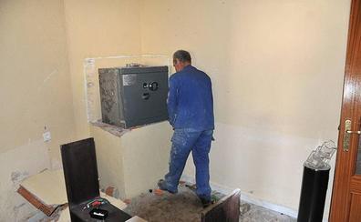 Cajalmendralejo ya opera en siete pueblos cacereños que se quedaron sin servicio bancario