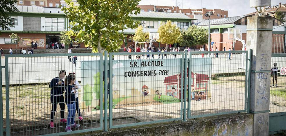Quince colegios de Badajoz dejarán las actividades municipales en protesta por no tener conserje