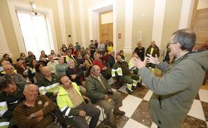 Los funcionarios que perderían su póliza privada reclaman diálogo al Ayuntamiento de Cáceres