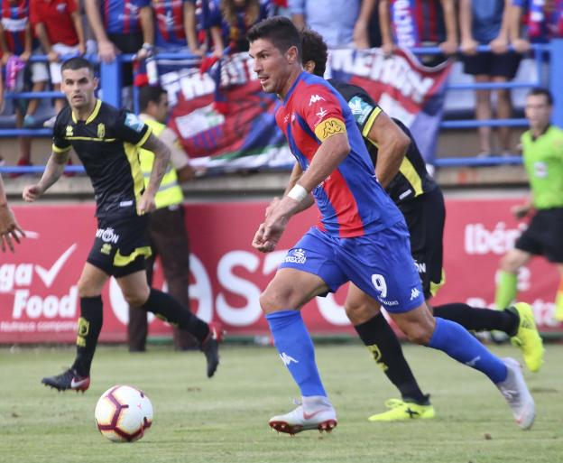 Willy en el choque ante el Granada. :: J. M. Romero