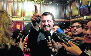 Salvini le come el terreno a Di Maio