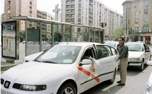 Cáceres realizará cinco exámenes en 2019 de permisos de conducción de taxis