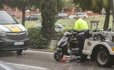 Herido un motorista en una colisión con un turismo en Cáceres