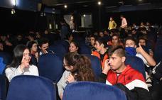 El Fancinegay llega a las aulas del Bárbara de Braganza y el Castelar de Badajoz