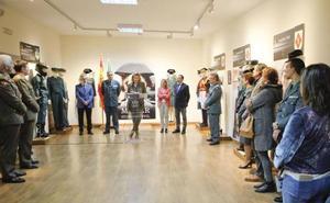 Una exposición repasa en Cáceres los treinta años de incorporación de la mujer a la Guardia Civil