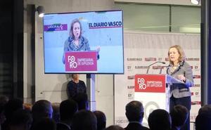 Calviño advierte de que prorrogar el Presupuesto «incrementará la deuda pública»