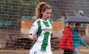 Pipa, de futbolista a médica durante un partido en Montijo