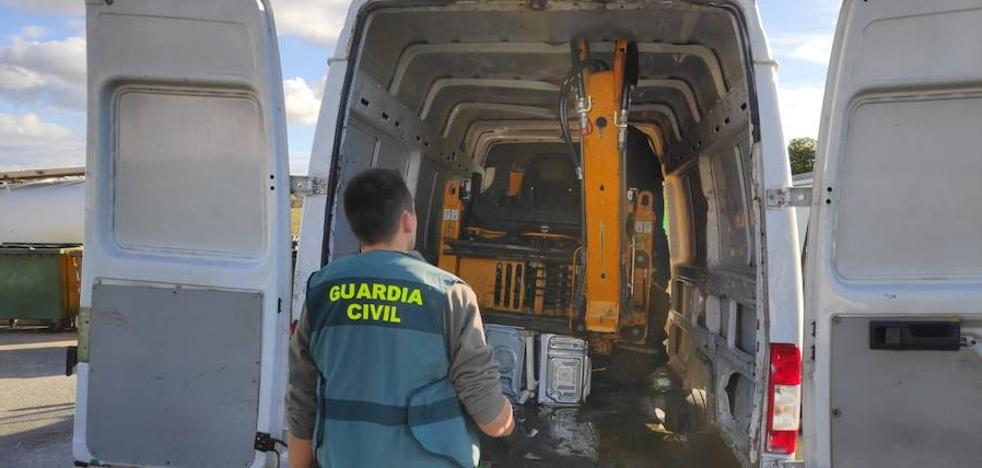 Recuperan en Peraleda de la Mata una retroexcavadora robada en Madrid