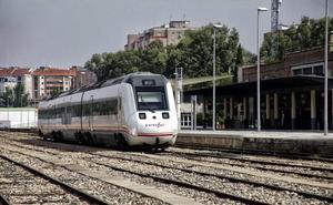 Una avería en el tren Cáceres-Sevilla obliga a llevar a los viajeros hasta Mérida en taxis para coger otro convoy