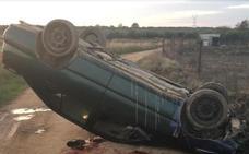 Muere un joven de 18 años en una salida de vía en un camino de Talarrubias