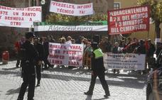 Vecinos de Aldecentenera protestan por el cierre del PAC