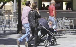 Extremadura paga 1.300 prestaciones por maternidad menos que antes de la crisis